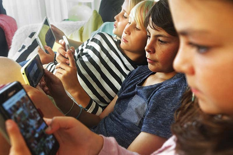 The harm of looking at phone screen for a long time & how to protect our eyes